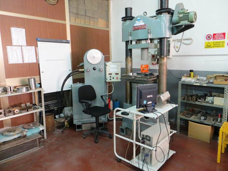 Hydraulic press for compression tests up to 300 ton